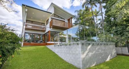 绝望的夫妇在两次拍卖中一次竞标以209万澳元的价格赢得了塔拉金迪的住房