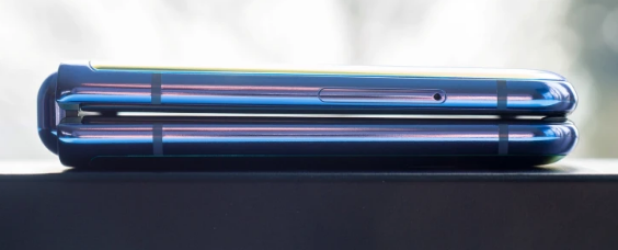 三星GalaxyZFlip3智能手机的边框更小