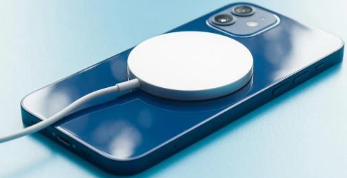 荣耀正在克隆苹果的MagSafe充电器和MagSafe钱包