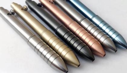 Initecs创造了一种新的迷你螺栓动作笔有多种不同的材料可供选择